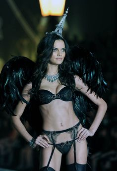 Model Barbara Fialho walks the runway during the 2013 Victoria's Secret Fashion Show. #Lingerie #Fashion #Style #Beauty