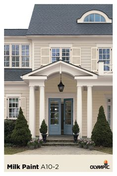 White hues vary from a spectrum of soft white shades to clean, bright whites. Mix together warm and cool whites to give your exterior a sophisticated look. White Exterior Houses, House Paint Exterior, Exterior House Colors, Future House, My House, Raised Ranch Remodel, Balcony Railing Design, Split Foyer, Beautiful Homes