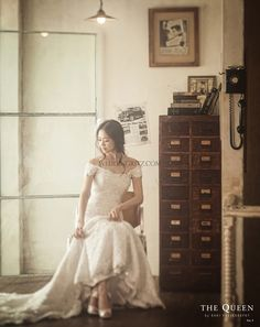 retro style wedding photo by the queen by rari