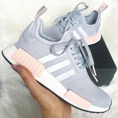 Sneaker-Inspiration - hier findest du, was du suchst - Schuhe - Zapatos Adidas Nmd R1, Mode Adidas, Adidas Shoes Women, Sneakers Adidas, Shoes Sneakers, Adidas Nmd Women, Adidas Grey Shoes, Sneakers Mode, Nike Women