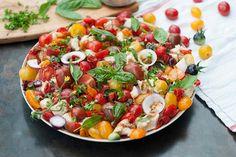 Essayez notre panzanella; une délicieuse salade it... Mets, Vegetable Pizza, Cobb Salad, Barbecue, Salads, Vegan, Saveur, Vegetables, Olives