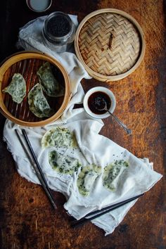Kale & Edamame Dumplings Easy + delicious plant-based recipes that make ya feel good. Delicious Vegan Recipes, Raw Food Recipes, Vegetarian Recipes, Healthy Recipes, Fat Free Vegan, Edamame Beans, Veggie Delight, Vegan Life, Plant Based Recipes