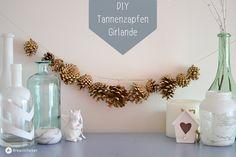 Super schöne Dekoidee für Weihnachten oder die kalte Jahreszeit. Bei mir hängt jetzt eine goldene Girlande aus Tannenzapfen.