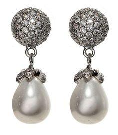 Elizabeth Taylor's Pearl Earrings.......Uploaded By www.1stand2ndtimearound.etsy.com