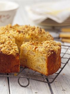 Recipe for apple crumble cake - one of England's myriad of apple cakes: quick and easy to make, and oh so wonderful with a cup of tea alongside.