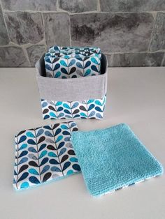batch of 9 washable and reusable make-up remover wipes Easy Sewing Projects, Cool Diy Projects, Diy Keyring, Cloth Paper Towels, Learn To Sew, How To Make, Make Up Remover, Craft Gifts, Crafts