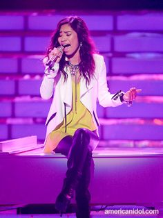 Jessica Sanchez of @American Idol Top 2.