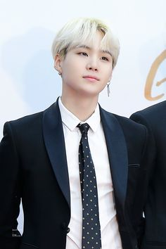 Taehyung used to be abused by both his parents and his ex boyfriend. Jimin(Jimin is also a little Jungkook is the only person who cares about him. Bts Suga, Suga Swag, Min Yoongi Bts, Bts Bangtan Boy, Jhope, Namjoon, Taehyung, Seokjin, Hoseok