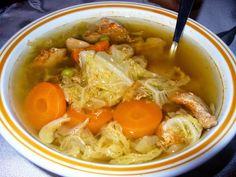 Réka alakbarát receptjei - szénhidrátcsökkentett, bűntelen finomságok: Kelkáposzta leves pulykaszárny-filével Thai Red Curry, Ethnic Recipes, Food, Hoods, Meals