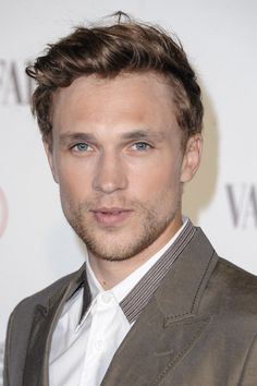 William Moseley, aka Peter Pevensie from the Narnia franchise, is back on screen in The Royals. And he's looking fine as hell. Beautiful Boys, Gorgeous Men, Peter Pevensie, Merritt Patterson, Narnia Movies, William Moseley, Scruffy Men, Cute Actors, British Actors