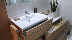 Meuble salle de bain décalé contemporain avec tiroir. Meuble sur mesure.