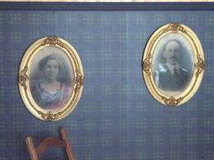 La grand-mère Merry Larochelle et le grand-père Alphonse Bertrand dans la chambre des ancêtres au Couette & Café À la Québécoise, au Centre - Ville de Québec  418-529-2013