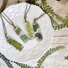 Terrarium necklace, Nature necklace fern jewelry eco resin jewelry , gift under 40, terrarium necklace, gardener jewelry flower girl gift(Etsy のEightAcornsより) https://www.etsy.com/jp/listing/498476391/terrarium-necklace-nature-necklace-fern