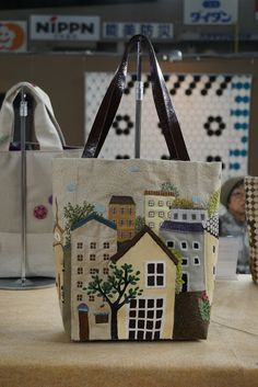 Koala's place – CrossStitch&Patchwork & Embroidery: Tokyo International Grea… Koala's place – CrossStitch&Patchwork & Embroidery: Tokyo International Great Quilt Festival 2018 – Part 2 (Bags) Quilt Festival, Patchwork Bags, Quilted Bag, Japanese Patchwork, Patchwork Quilting, Diy Tote Bag, Reusable Tote Bags, Pouch Bag, Hobo Bag