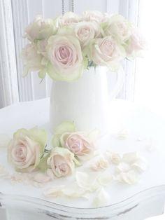 Süßer Mai, du Quell des Lebens   bist so süßer Blumen voll   Liebe sucht auch nicht vergebens   wem sie Kränze winden soll.   Clemen...