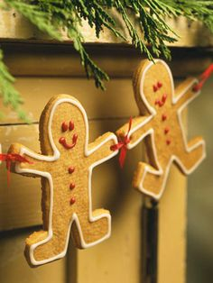 Click Photo for Instructions for Gingerbread Friends Garland:   These gingerbread friends hold hands to create a delicious holiday decoration for your mantel.