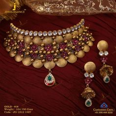 A love for gold with kundan. Get in touch with us on Gold Necklace Simple, Gold Choker Necklace, Antique Necklace, Diamond Choker, Necklace Set, Diamond Jewellery, Ruby Bracelet, Antique Bracelets, Diamond Necklaces
