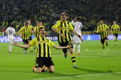 Borussia Dortmund pindah dari tiga terbawah di Klasmen sementara Bundesliga setelah gol pertama dari Illkay Gundogan's sejak april 2013 yang memperoleh 1 – 0 saat bermain melawan Hoofenheim and melepaskan sedikit tekanan pada perlatih Jurgen Klopp.