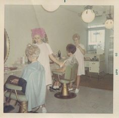 Vintage Hairstyles Retro Everyday Life in the Past , 1968 - Retro Pictures, Old Pictures, Old Photos, Vintage Photographs, Vintage Photos, Vintage Colors, Retro Vintage, Vintage Games, Vintage Hair Salons