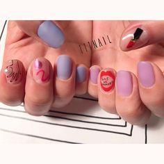 ▪️⬜️💄🔲🔘⚪️👄♥️ #nail#art#nailart#ネイル#ネイルアート #lip#rouge#hand#kawaii#マットネイル#ショートネイル#paint#手書きアート#nailsalon#ネイルサロン#表参道#blue111#手書きアート111#マットネイル111 (111nail)