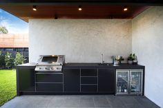 Back in Black - Hampton - Limetree Alfresco Outdoor Kitchens