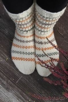 Sukkia sukkia - Lankamutkalla Fair Isle Knitting, Knitting Socks, Rainbow Dog, Men In Heels, Warm Socks, Red Green Yellow, Knit Wrap, Diy Crochet, Stockings