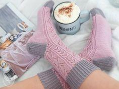 Crochet Socks, Knitting Socks, Free Knitting, Knitting Patterns, Crochet Patterns, Knitting Ideas, Patterned Socks, Fingerless Gloves, Arm Warmers