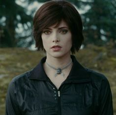 """Celebrities who use a Twilight """"Alice's Choker"""" Necklace. Also discover the movies, TV shows, and events associated with Twilight """"Alice's Choker"""" Necklace. Alice Cullen, Edward Cullen, Edward Bella, Alice Twilight, Twilight Cast, Twilight 2008, Ashley Greene Hair, Alice And Jasper, Twilight Pictures"""