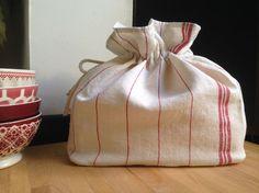 Sac à pain en linge ancien D'autres modèles sur : https://www.latelierdalicia.com/creations-linge-ancien-lin.html