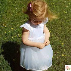 🤩 ESTELLA 🤩 Nagyon különleges, limitált kiadású csillogó organza alkami ruha, pamutszatén felsőrésszel, puha oekotex pamut béléssel és… Girls Dresses, Flower Girl Dresses, Christening, Special Occasion, Kids Outfits, Wedding Dresses, Clothes, Instagram, Design