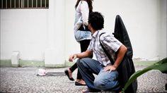 Videoclipe da música Por Onde Andei do Nando Reis em stop motion com 1197…