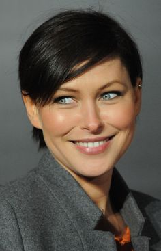 Emma Willis Short Haircut: Sexy Boyish Hairstyle with Side Swept Bangs - Hairstyles Weekly Boy Haircuts Short, 2018 Haircuts, Haircut Short, Hair Color For Women, Hair Color For Black Hair, Emma Willis Hair, Short Hair Cuts, Short Hair Styles, Emma Heming
