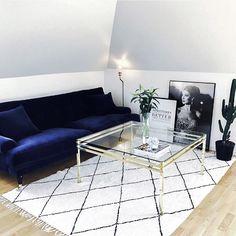 Interior, blue sofa, blå soffa, mässing, soffbord, kaktus, inredning, vardagsrum