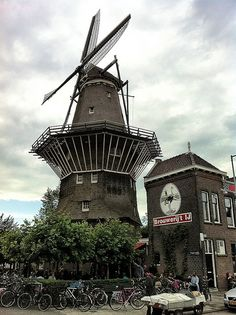 Brouwerij 't IJ- Enjoy a beer at Brouwerij t'IJ, also known as the brewery at De Gooyer Windmill, is the small brewery found in the former Funen bathhouse next to the windwill.- They give tours of the microbrewery! 4.5 euros