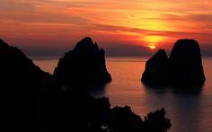 I Faraglioni di Capri al Tramonto