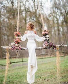 Such a unique wedding photo idea by @sbingraphy Love it! Double tap if you like it! . . . . #weddingforward #wedding #bride #bridetobe #weddingday #свадьба #italy #weddingphotography #prada #bridesmaids #weddinginspiration #instawedding #weddingparty #weddingideas #weddingplanning #weddingphoto #weddingtime #instabride #gettingmarried #weddingblog #dreamwedding #newlywed #weddingdress #weddinggown #свадебноеплатье #weddingstyle #bridaldress #ballgown #beautifulbride #hautecouture