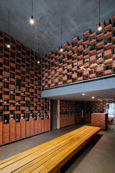 Showroom Interior Design, Brick Interior, Retail Interior, Mini Clubman, Brick Design, Facade Design, Tropical, Counter Design, Brick Facade