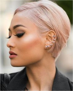 micah gianneli maquillage et coiffure Famous Hairstyles, Blonde Bob Hairstyles, Trendy Hairstyles, Bob Haircuts, Short Sassy Hair, Short Hair Cuts, Short Hair Styles, Corte Y Color, Hair Pictures