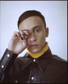 The atypical actor marching to the beat of his own drum. Atypical, Netflix, Sky Full Of Stars, Drama Film, Coming Of Age, Fine Men, Funny Stories, Celebs, Celebrities