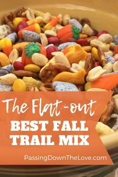 This trail mix has everything you need for a perfect Fall Trail Mix. And if you make it especially for Halloween, it becomes the Ultimate Halloween Trail Mix. rezepte selber machen mix mix bar mix bar wedding mix recipes mix recipes for kids Fall Snack Mixes, Fall Snacks, Holiday Snacks, Fall Treats, Kid Snacks, Party Snacks, Halloween Snacks, Halloween Trail Mix Recipe, Fall Trail Mix Recipe