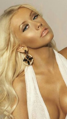 Top 40 Most Beautiful Hair Looks of Christina Aguilera – Celebrities Female Christina Aguilera, Divas, Beautiful Christina, Beautiful Latina, Simply Beautiful, Non Plus Ultra, Actrices Sexy, Beautiful Celebrities, Covergirl