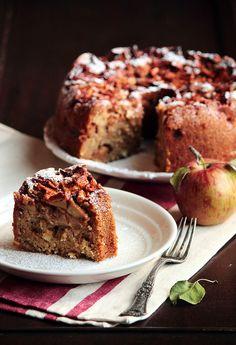 Apple Cinnamon Cake by pastryaffair, http://www.pastryaffair.com/blog/2011/10/20/apple-cinnamon-cake.html#comments