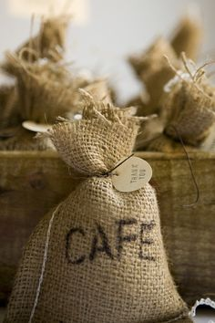 DIY Coffee Bag favors w/ link for the burlap bags- twenty two dollars Wedding Favors And Gifts, Party Favors, Birthday Favors, Coffee Favors, Coffee Wedding Favors, Diy Wedding, Trendy Wedding, Wedding Ideas, Wedding Cake