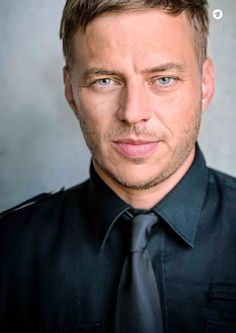 A man has lovely blue eyes. Tom Wlaschiha, Game Of Thrones, Toms, Lovely Eyes, Jeremy Renner, Blue Eyes, Love Him, Sexy, Famous People