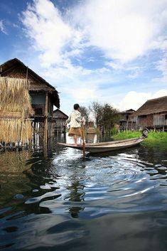 Leg-rower . Inle Lake . Myanmar