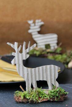 Tischkarten aus Wellpappe und Filz sind einfach und schnell gebastelt und ein kleines Give away für die Gäste. Zwei weitere Ideen für Deine herbstlichen Tischkarten zeige ich Dir auf dem #Tischleindeckdichblog #Tischkarte #herbstlich Diy Girlande, Fall Diy, Place Cards, Felt, Templates, Christmas Ornaments, Holiday Decor, Blog, Crafts