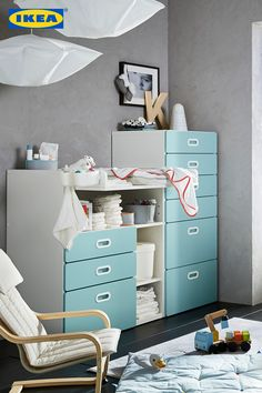 Wenn alles seinen Platz hat, bleibt mehr Zeit für Spiel und Spaß mit unseren Kleinsten. 🤗 Entdecke jetzt unsere Kindermöbel Serien! Vanity, Bed, Furniture, Home Decor, Ikea Home, Infant Bed, Dressing Tables, Powder Room, Decoration Home