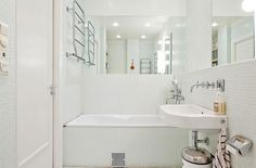 banheiro branco simples