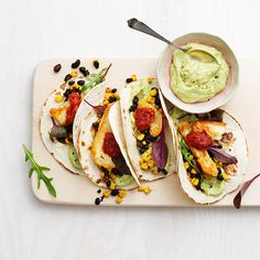 Halloumitacos med avokadokräm | Recept ICA.se Vegetarian Recepies, Raw Food Recipes, Veggie Recipes, Cooking Recipes, Healthy Recipes, Veggie Meals, Tapas, Food Inspiration, Love Food