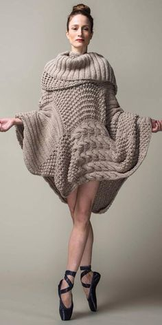 Julie Kent, Principal Dancer, American Ballet Switch the ballet slippers for some pumps and this is a great fall outfit Knitwear Fashion, Knit Fashion, Look Fashion, Womens Fashion, Moda Crochet, Knit Crochet, Knitting Designs, Knitting Patterns, Fashion Foto